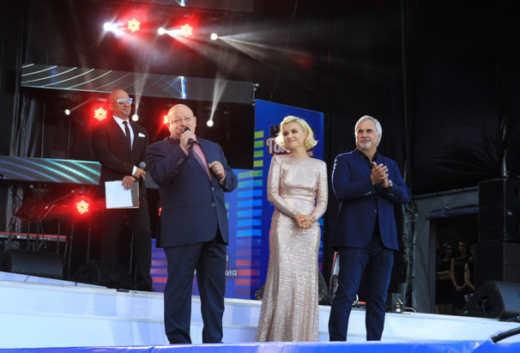 Радиостанция приготовила жаркий музыкальный подарок - выступление Сати Казановой. Сати...