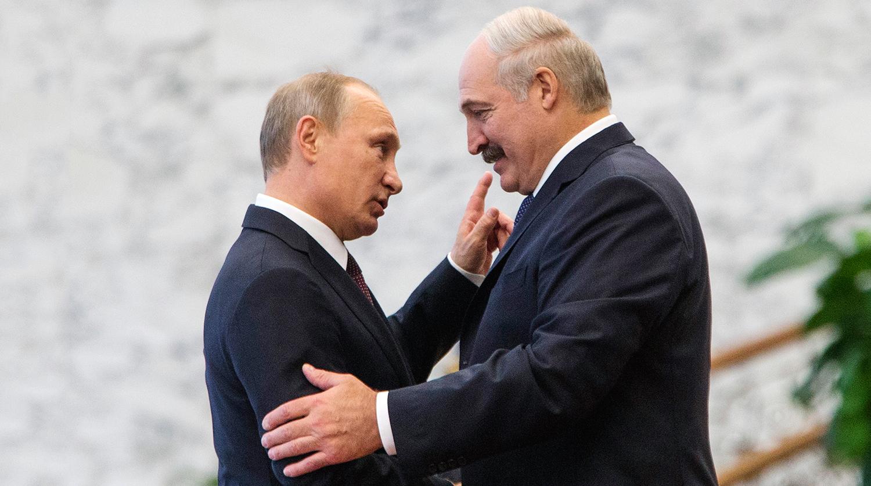 Лукашенко и Путин приветствуют друг друга