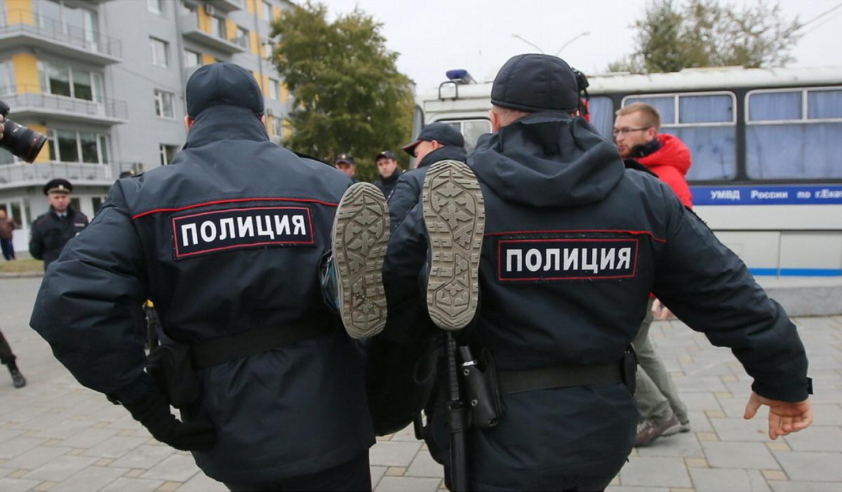 """В Петербурге арестовали участников акции """"Бессрочный протест"""""""