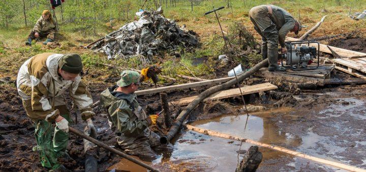 военные на болоте