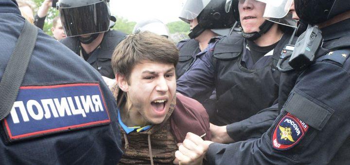 В Москве арестовали случайных прохожих, приняв их за протестующих