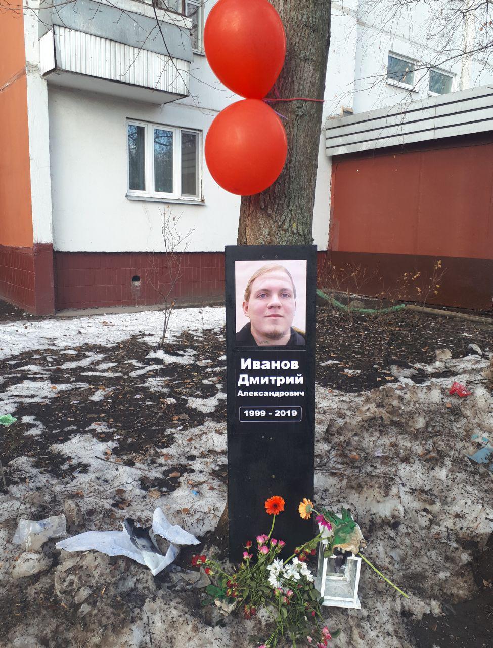 Активисты SERB установили «надгробную плиту» у дома участника «Бессрочного протеста»