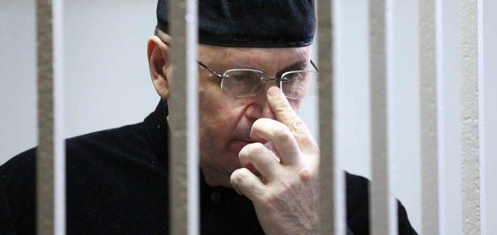 Чеченского правозащитника Оюба Титиева приговорили к четырём годам колонии-поселения