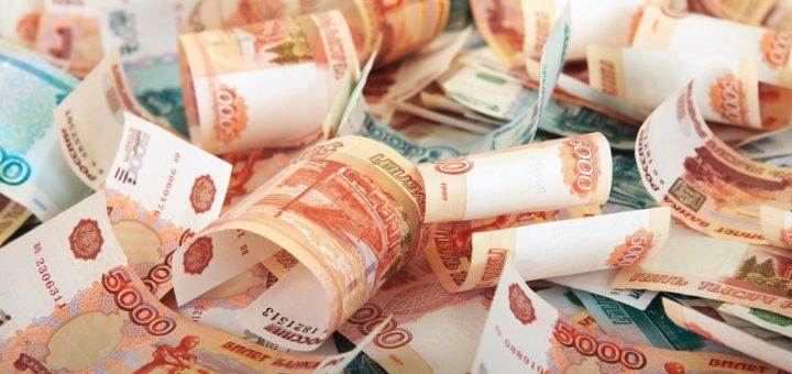 Зарплата чиновников в три раза превысила зарплату простых россиян