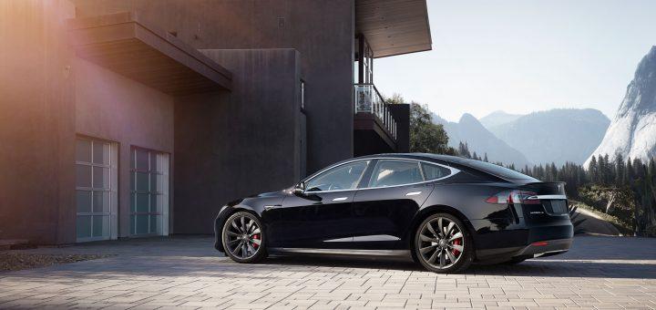 Электромобиль Tesla Model 3 признали виновным в смерти водителя