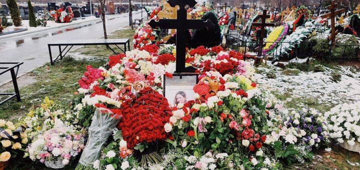 Москвичи идут на могилу Юлии Началовой за чудесами
