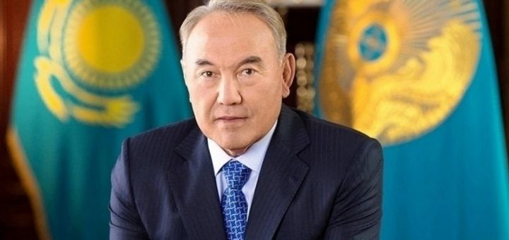 Нурсултан Назарбаев сел в кресло почётного сенатора Казахстана