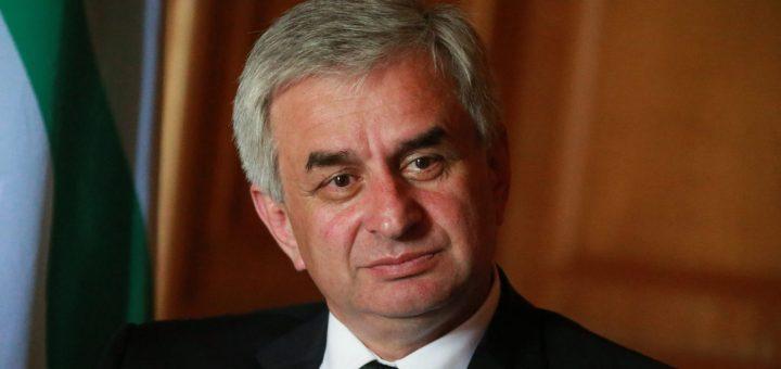 Глава Абхазии заявил о попытке оппозиции захватить власть