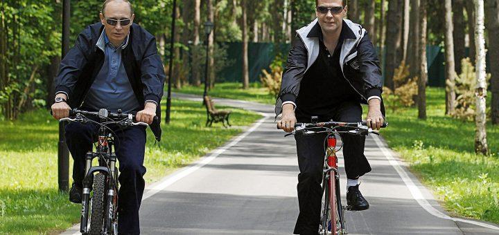 Путин и Медведев на велосипедах