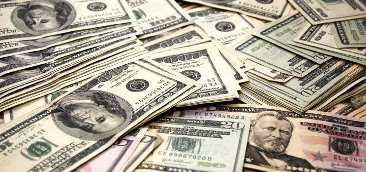 В США инкассаторы потеряли деньги на дороге, обогатив водителей