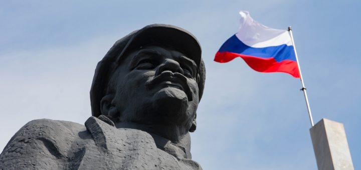 Над Донецком подняли российский триколор