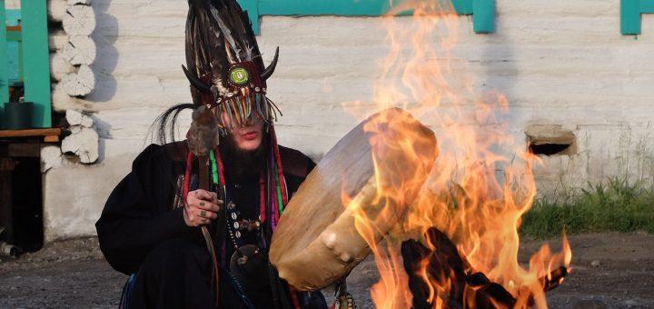 Задержан шаман, направлявшийся в Москву для изгнания Путина