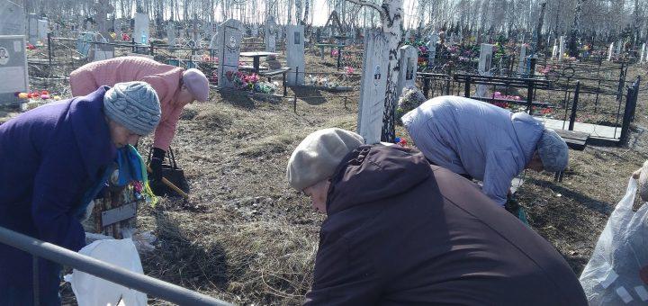 babushki na kladbische 720x340 - Украина вымирает: численность населения катастрофически падает