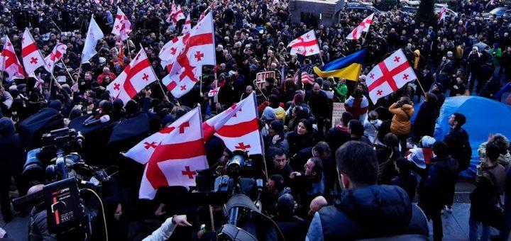 Грузинская оппозиция требует досрочных парламентских выборов