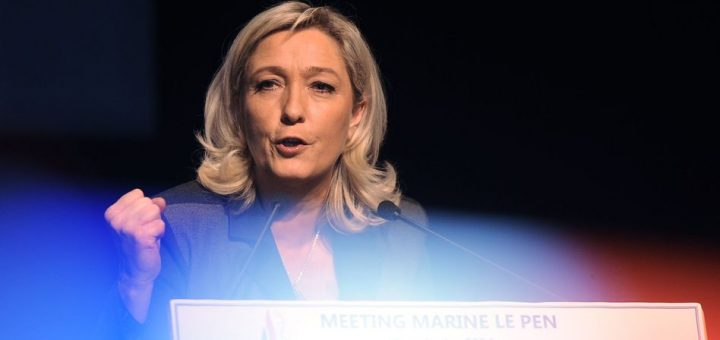 The president of the French Front National (FN) far-right party Marine Le Pen delivers a speech during a meeting in support of the candidate for the March 2014 mayoral elections in La Rochelle, on January 28, 2014. AFP PHOTO / XAVIER LEOTY