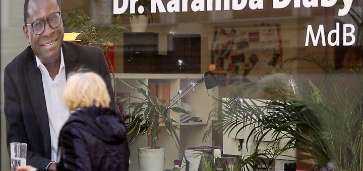 Anschlag mit Schüssen auf das Wahlbüro von Karamba Diaby copyright *** Attack with shots fired at the election office of Karamba Diaby copyright