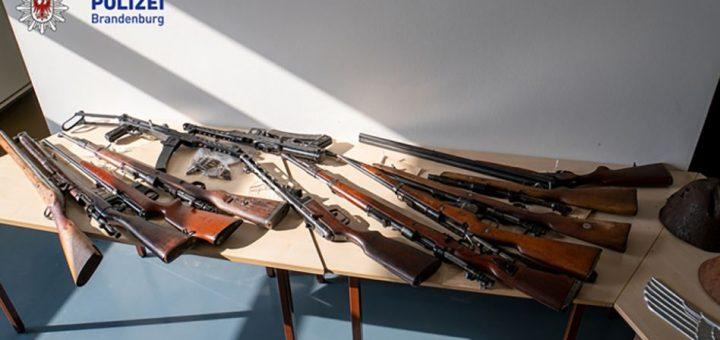 Schlag gegen internationale Waffenhändler Ermittler des LKA finden über 30 Lang- und Kurzwaffen sowie verschiedene Kriegswaffen  Frankfurt (Oder)