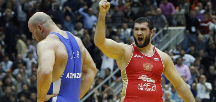 Bilyal Makhov of Russia (red) celebrates his victory over Artur Taymazov of Uzbekistan in their 120 kg men's free style gold medal match at the World Wrestling Championships in Moscow September 12, 2010.  REUTERS/Grigory Dukor (RUSSIA - Tags: SPORT WRESTLING)