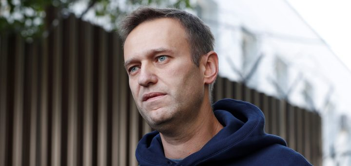 Russian opposition leader Alexei Navalny speaks with journalists after he was released from a detention centre in Moscow, Russia August 23, 2019. REUTERS/Evgenia Novozhenina - RC1E4C64B600